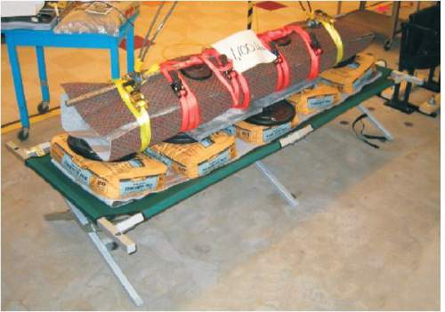 The cot is able to support up to 1100 pounds (500 kg) of weight.