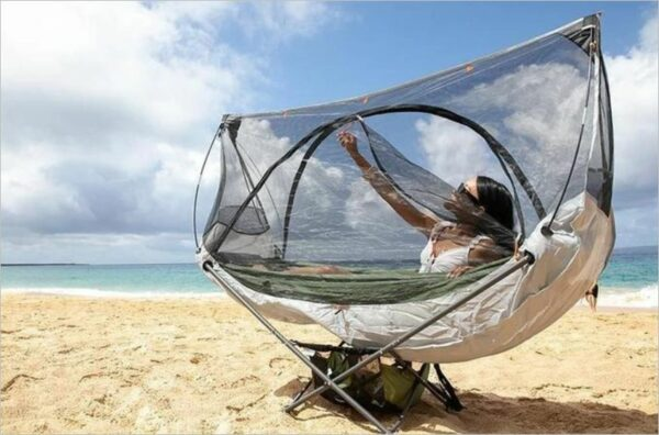 A fully enclosed net plus bottom panel.