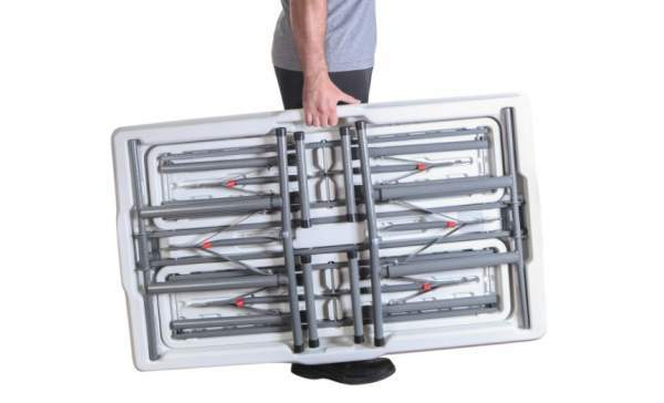 Portable and thin folded set for transportation.